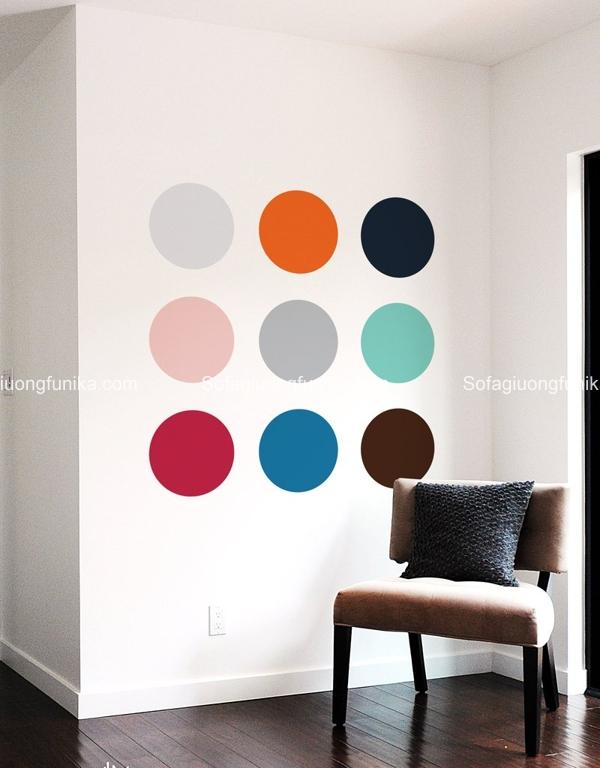 Những hình tròn màu sắc trên tường thu hút ánh nhìn
